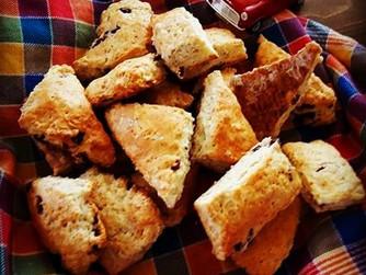 Маслени, шотландски, сладки и нездравословни - Скоунс с овесени ядки и сушени плодове