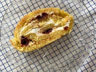 Лесно руло със сладко и скир/крема сирене