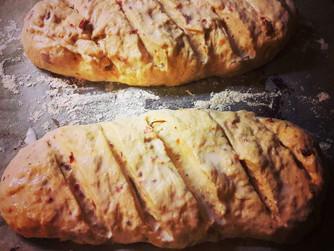 Селски хляб със сушени домати и зехтин