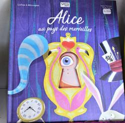 Livre découpé au laser Alice Sassi