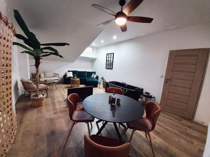 Obývací pokoj s vířivkou