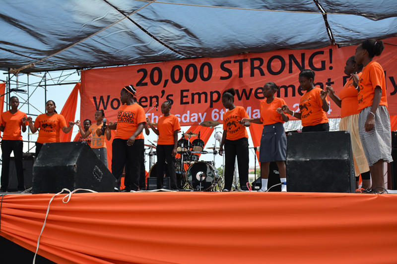 Kim Simplis Barrow - 20,000 Strong 2014