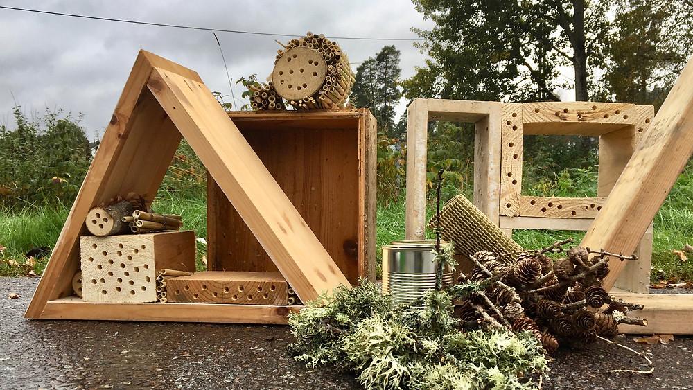Ulike design på insekthotellene. Foto: Janne Lepperød