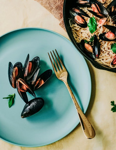 MUSSELS AND SEAFOOD PASTA.jpg