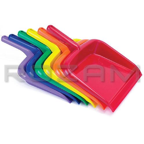 Recogedor manual de plástico.