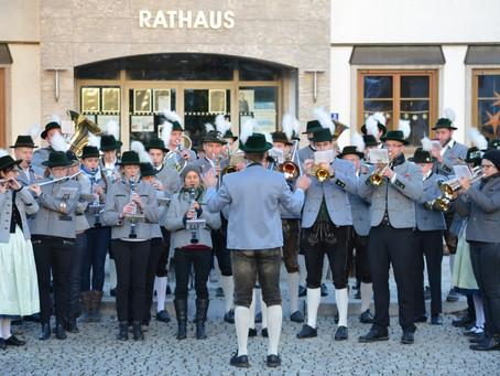 Musikalische Neujahrsgrüße der Musikkapelle am 30.12.2019