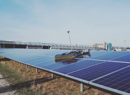 Robot to clean solar fields