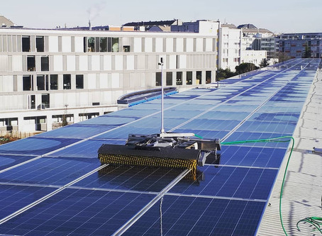 Robot to clean solar panels with water