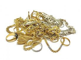 金銀の指輪とネックレス