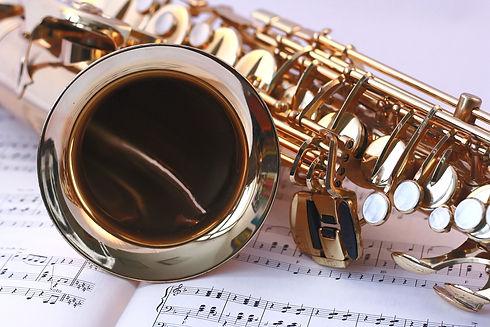 saxophone-546303_edited.jpg