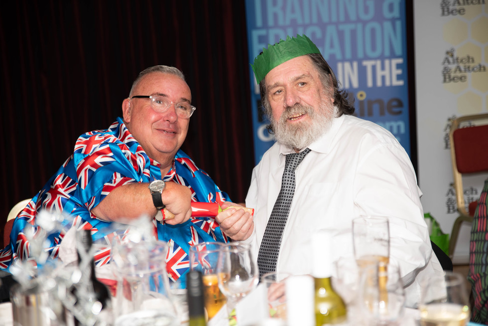 aitch-and-aitch-bee-a-right-royle-christmas-with-ricky-tomlinson126.jpg