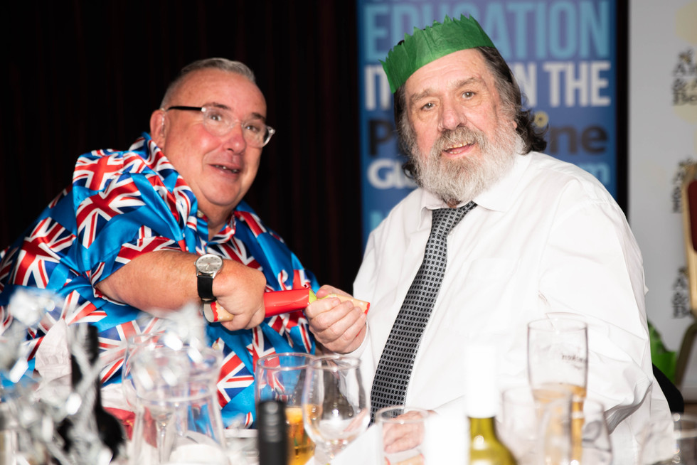 aitch-and-aitch-bee-a-right-royle-christmas-with-ricky-tomlinson127.jpg