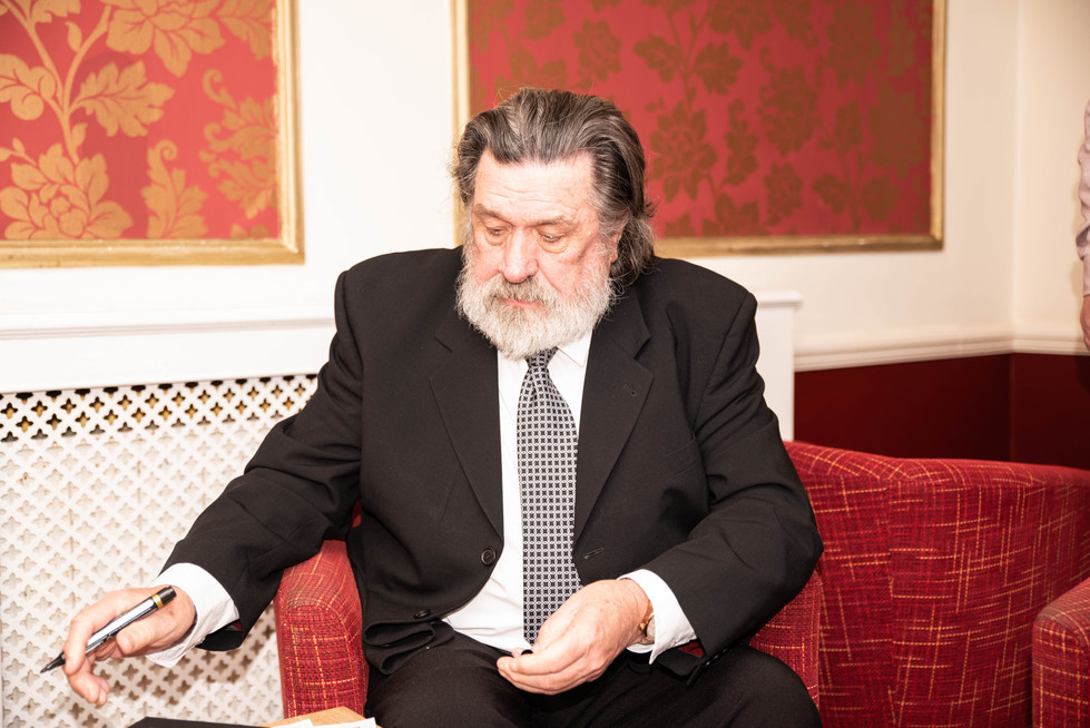 aitch-and-aitch-bee-a-right-royle-christmas-with-ricky-tomlinson13.jpg