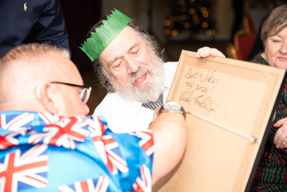 aitch-and-aitch-bee-a-right-royle-christmas-with-ricky-tomlinson130.jpg