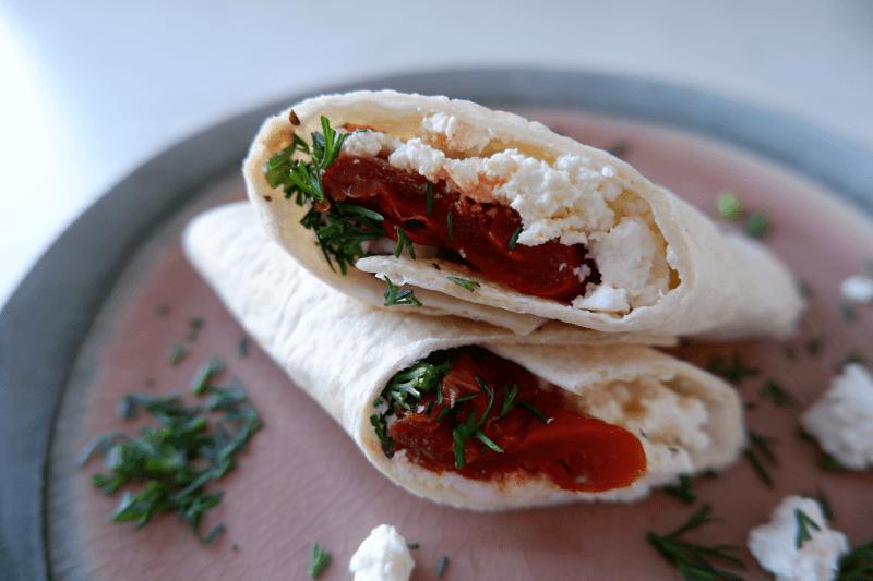Tortilija su varške ir džiovintais pomidorais