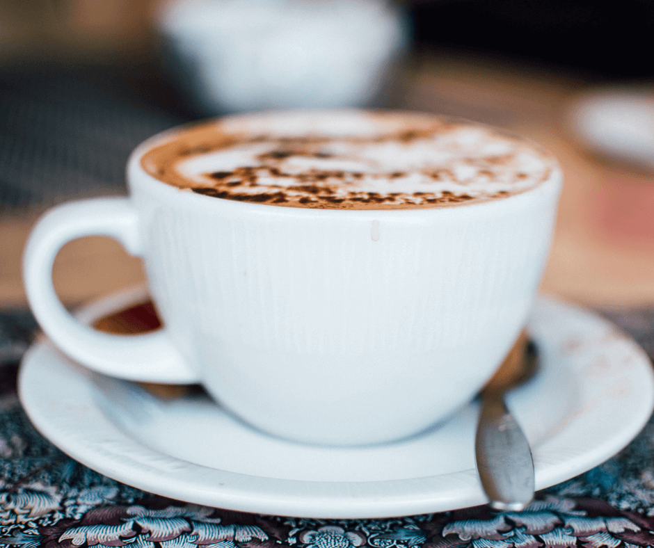 Kava su pienu metant svorį