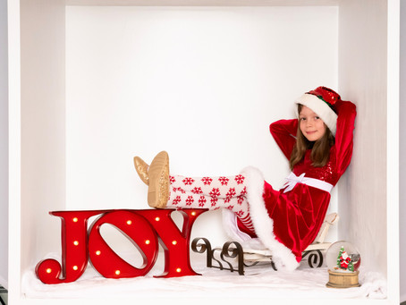 Holiday Sessions with Santa in the Unique Focus Magic Box
