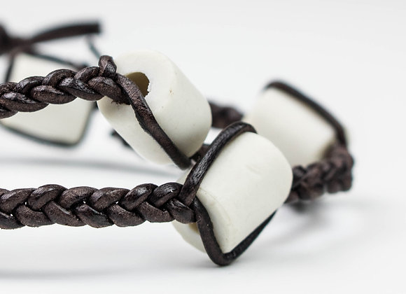 EM-Keramik Kette mit Känguruleder geflochten