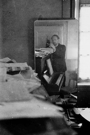 Serialist und Dodekafonist Hermann Meier Selfie 1936