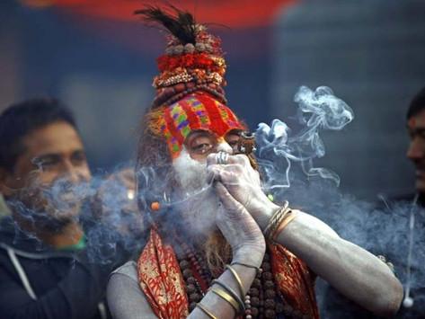 INDIA'S SMOKING SADHUS