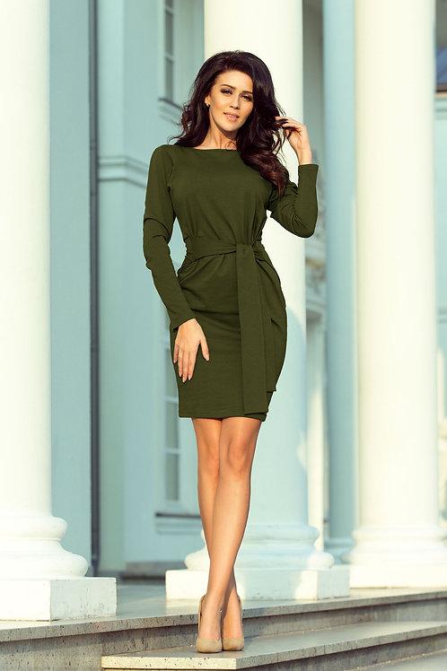 Sukienka z szerokim wiązanym paskiem