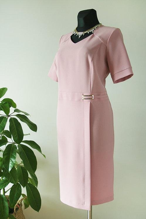 Różowa sukienka z klamrą