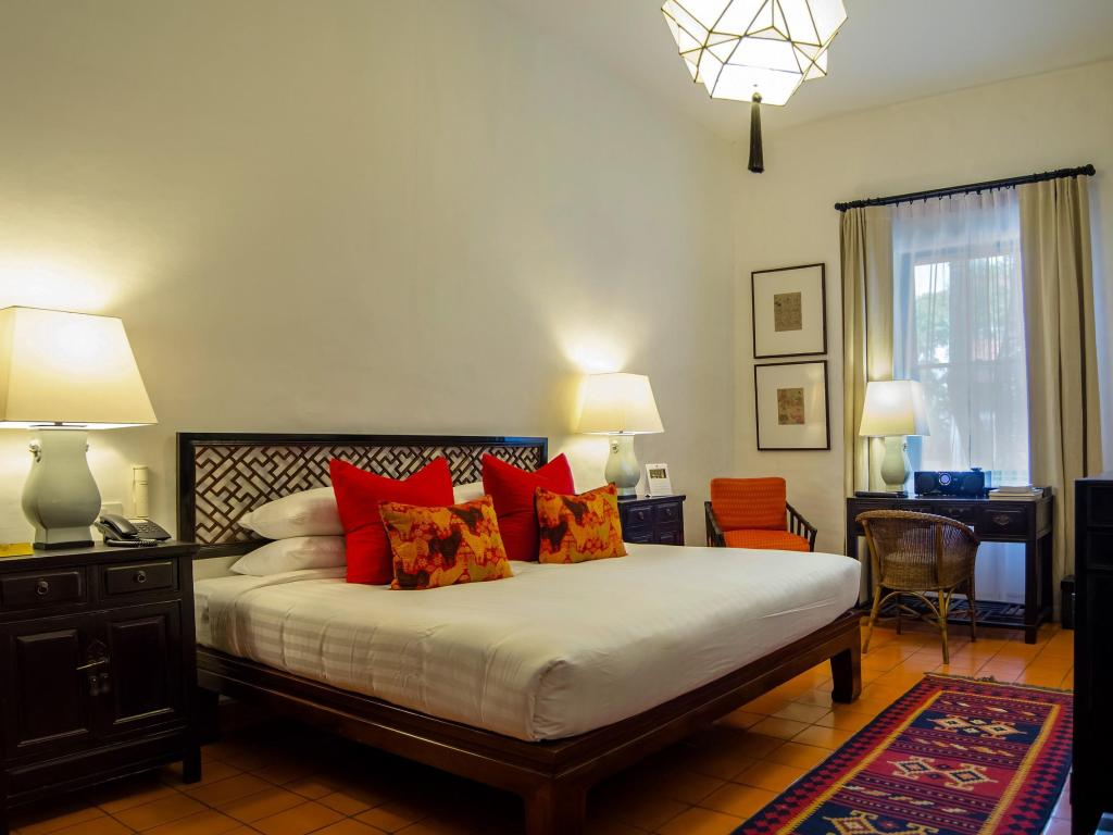 CNX Rachamankha Superior Room