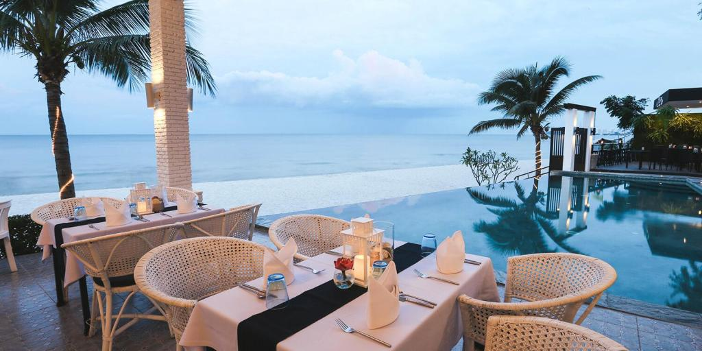 Hua Hin Laksasubha Resort  Restaurant