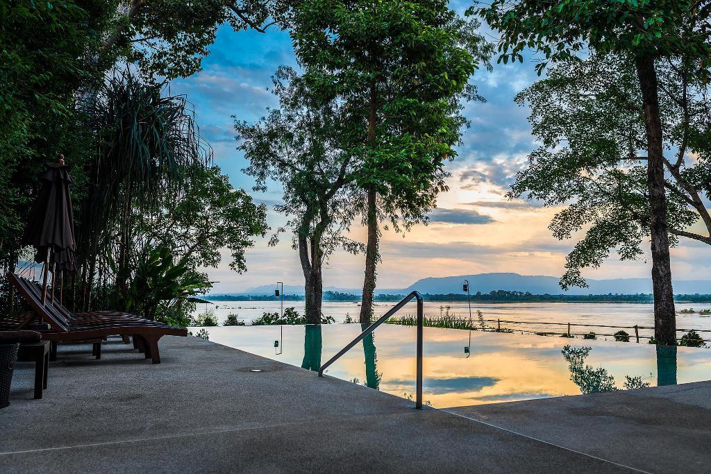 Champasak The River Resort Pool2