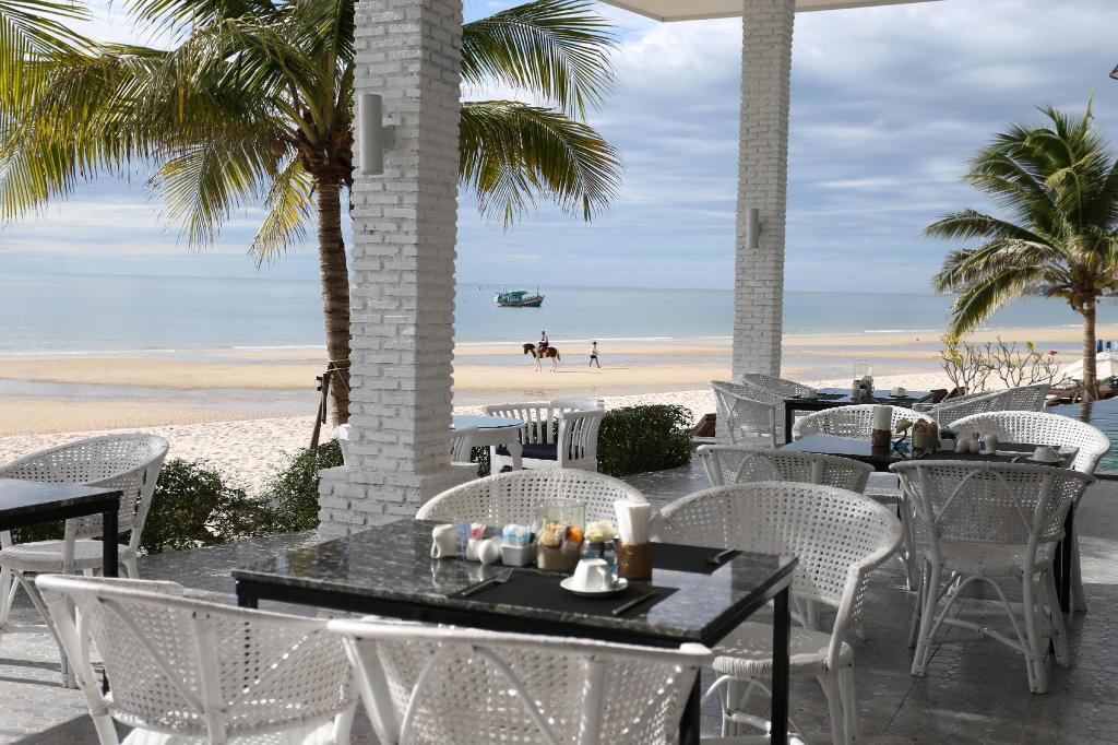 Hua Hin Laksasubha Resort  Restaurant 2.