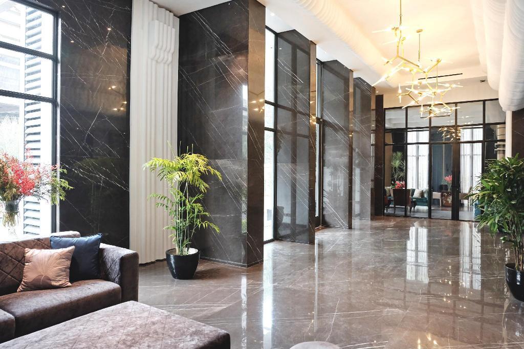 JKT Goodrich Suites Lobby