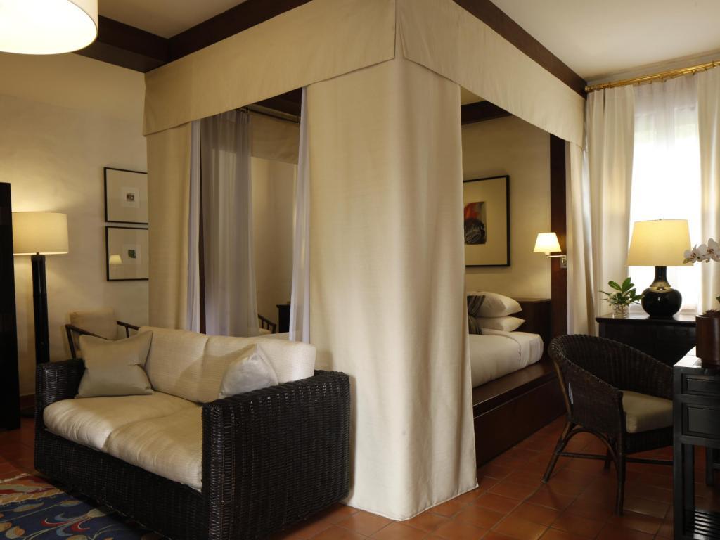 CNX Rachamankha Deluxe Room