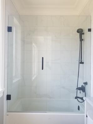 Frameless swing tub door black hardware