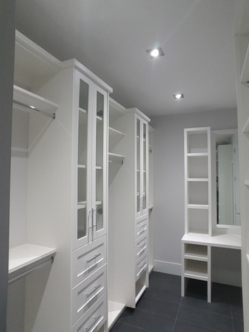 Custom closet with top hader