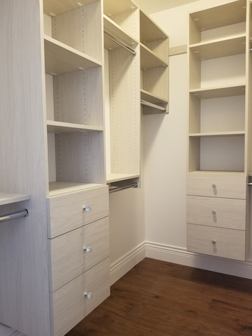 Reguler closet With Drawers