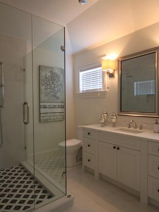 Bath Beauty With Mirror & Shower Door