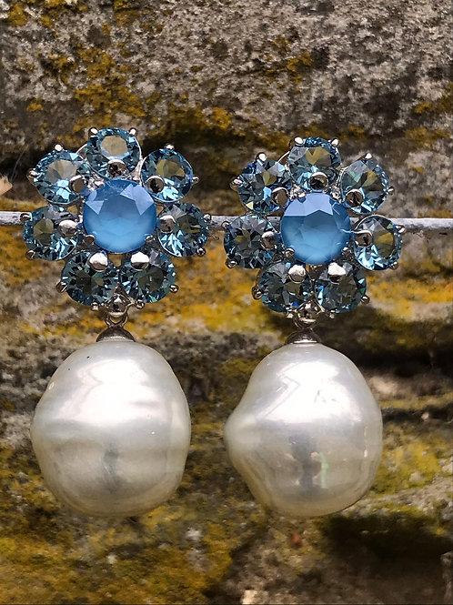 Handmade earrings with swarovski crystal and Majorica pearls.