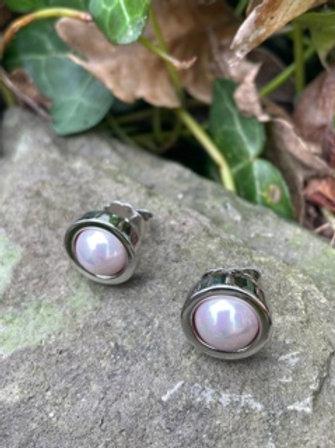 Stud earrings,with majorica pearl.
