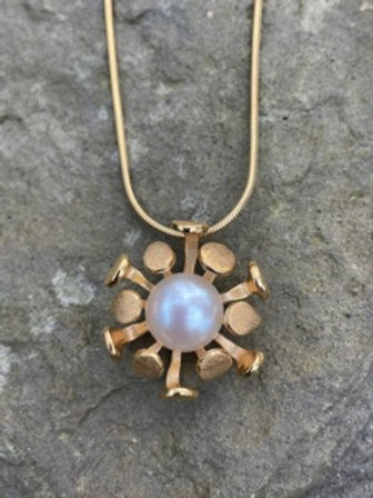 Sterling silver pendant,cultured pearl,gold plating.