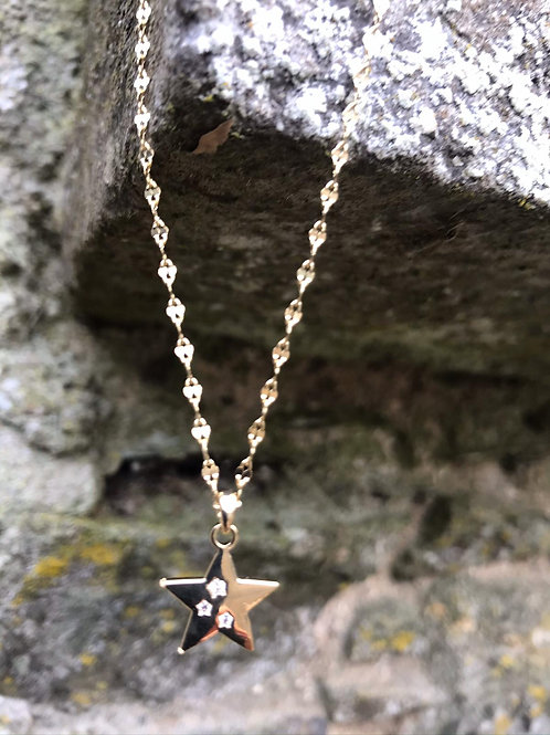 Fashion necklace with crystal star.