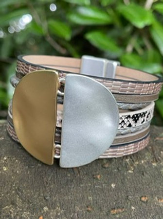 Leather bangle,magnetic closing