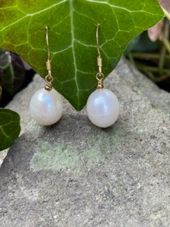 Sterling silver drop earring,gold plated,with cultured pearl.