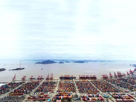 Terminal de containers chinês reabre após fechamento por duas semanas por causa da Covid