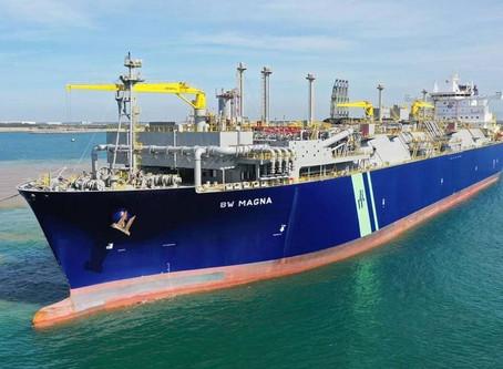 Navio chega para dar um gás em Porto do Açu