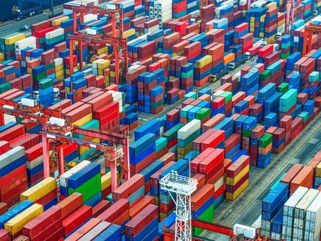 A falta de novos containers de remessa aumenta a turbulência do comércio global
