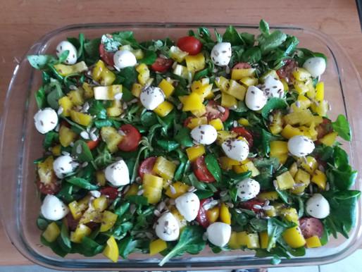 Warzywna sałatka z roszponką