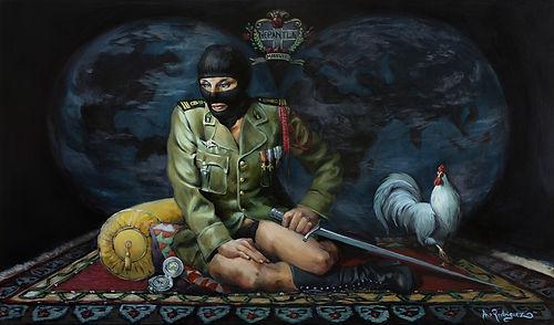 mujer enmascarada con espada y gallo