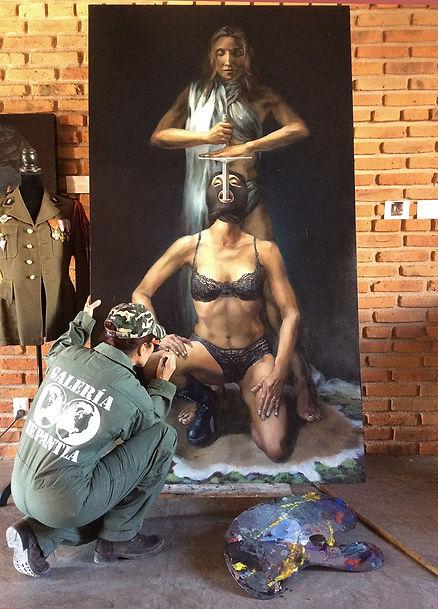 Isis Rodriguez pintando