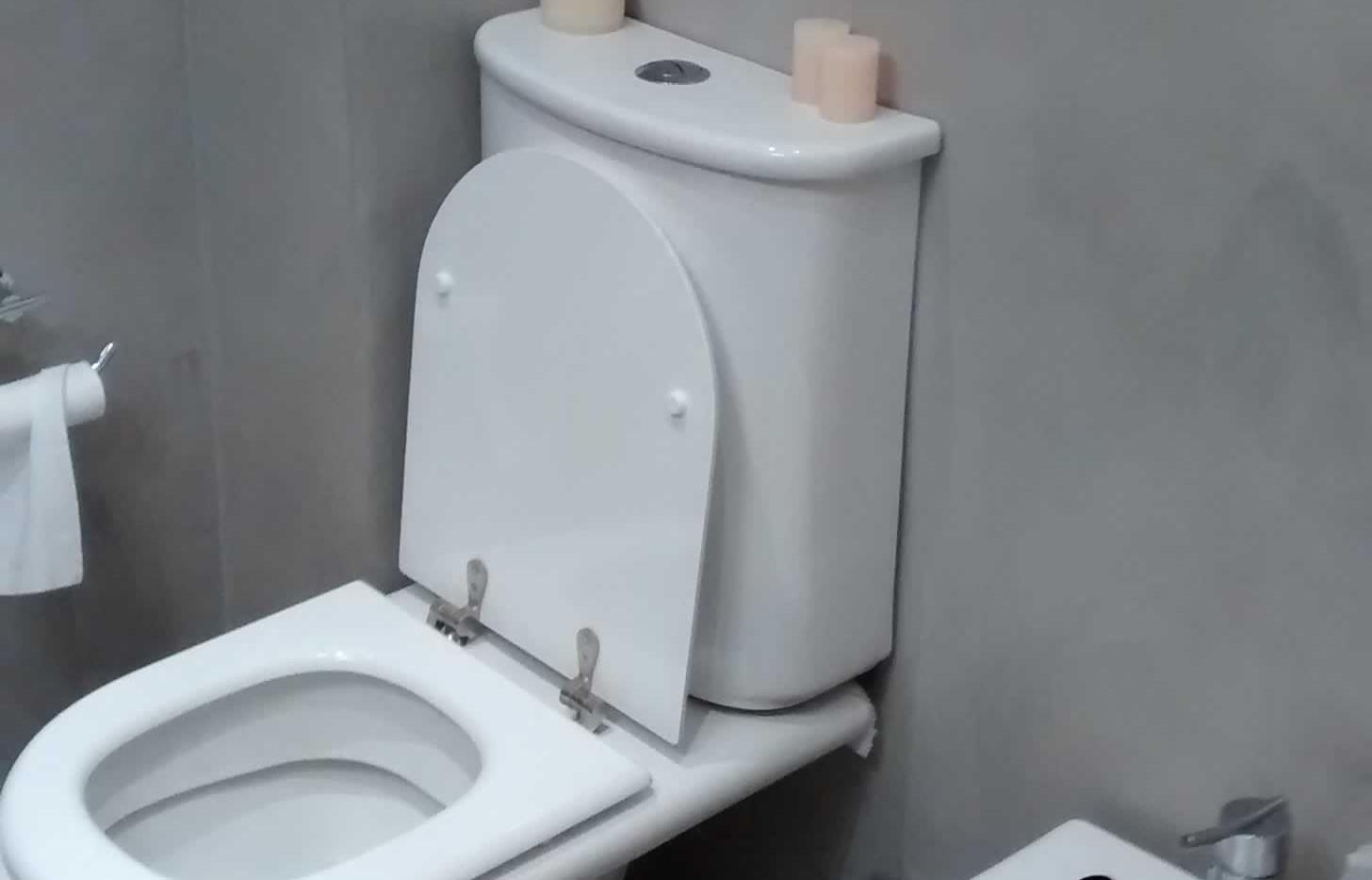 remodelar baño bajo costo