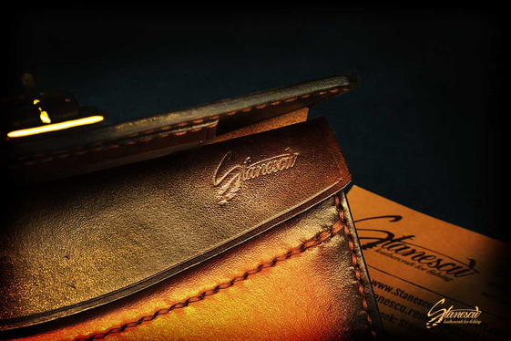 Fly-fishing-leather-tobacco-pouch-03.jpg
